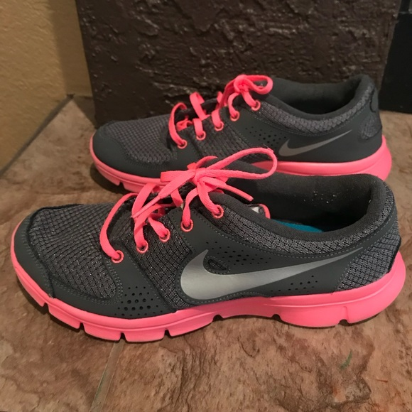le scarpe nike imperfetti 8 donne flex esperienza rn poshmark